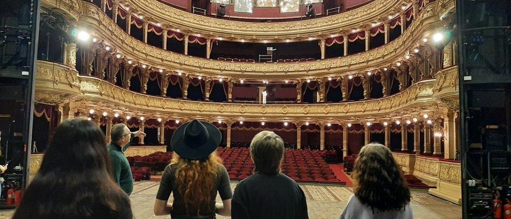 Uczennice Technikum Przemysłu Mody w Krakowskim Teatrze