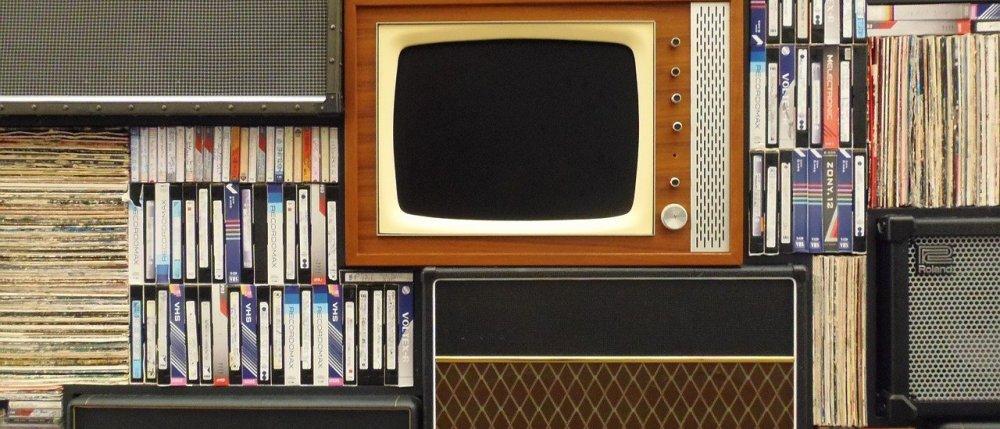 stary telewizor, kasety VHS