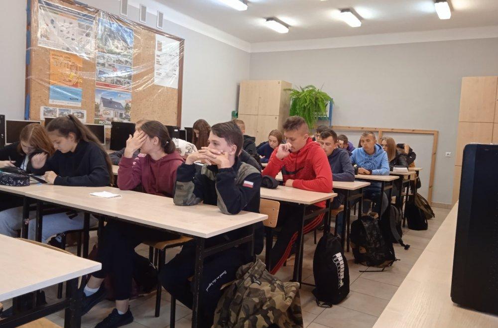 Uczniowie na wykładzie